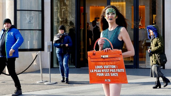Protest gegen Kroko-Leder bei Louis Vuitton