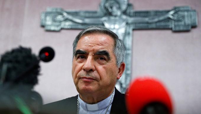 Kardinal Angelo Becciu im September 2020 bei einer Pressekonferenz in Rom.