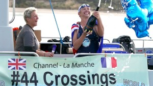 Australierin schwimmt zum 44. Mal durch den Ärmelkanal