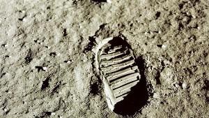Nasa will 2024 erste Frau auf den Mond schicken