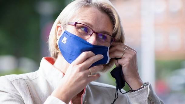 Bundesbildungsministerin für Maskenpflicht an Schulen