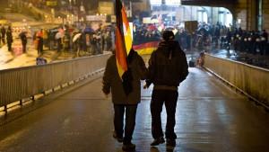 """Mutmaßlicher Teilnehmer an """"Merkel muss weg""""-Demo angegriffen"""