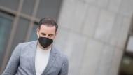Christoph Metzelder, ehemaliger Fußball-Nationalspieler, verlässt das Gericht in Düsseldorf nach dem Urteil