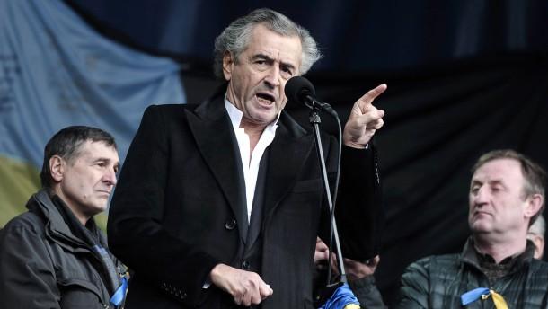 """""""Es lebe die eine, unteilbare und freie Ukraine!"""" Der Philosoph und Publizist Bernard-Henri Lévy bei seiner Rede auf dem Unabhängigkeitsplatz in Kiew am 2. März"""