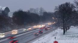 Eine Tote und viele Unfälle auf glatten Straßen