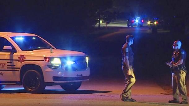 Jugendlicher erschießt fünf Familienmitglieder