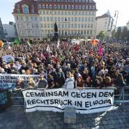 Teilnehmer der  Kundgebung haben sich in der Innenstadt versammelt.