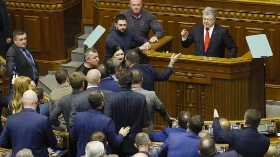 Parlament verhängt Kriegsrecht für 30 Tage