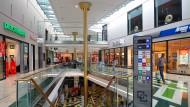 Hier drängelt niemand: An einem Dienstagmorgen lässt es sich im Hofheimer Chinon-Center entspannt einkaufen.
