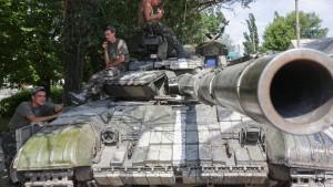 Einwohner fliehen aus Millionenstadt Donezk