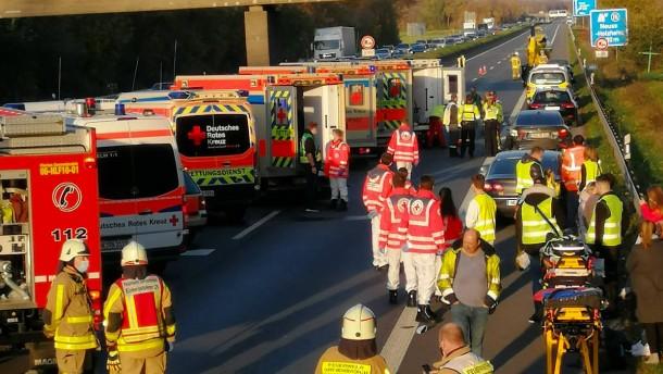 13 Verletzte nach Unfall bei Grevenbroich