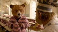 Struppige Herzen, trockenes Brot, das Leben im Knast ist Mühsal und Not: Paddington (links) erklärt Knuckles McGinty (Brendan Gleeson) die Lage.