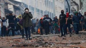 Heftige Ausschreitungen in Ecuador