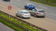 Mit diesem Autobahnabschnitt auf der A648 wäre auch die Deutsche Umwelthilfe zufrieden, hier gilt bereits Tempo 100.
