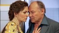 """Im Film """"Die Auslöschung"""" spielen Klaus Maria Brandauer und Martina Gedeck erst ein hinreißendes Liebes- und dann ein nicht minder berührendes Sterbepaar."""