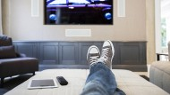 Ob Comedy auf dem Mobilgerät oder eine Krimiserie im Fernsehen: Streamingdienste machen alles möglich.