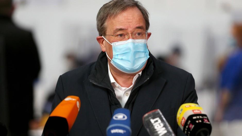 Armin Laschet am 5. April während einer Pressekonferenz im Aachener Impfzentrum