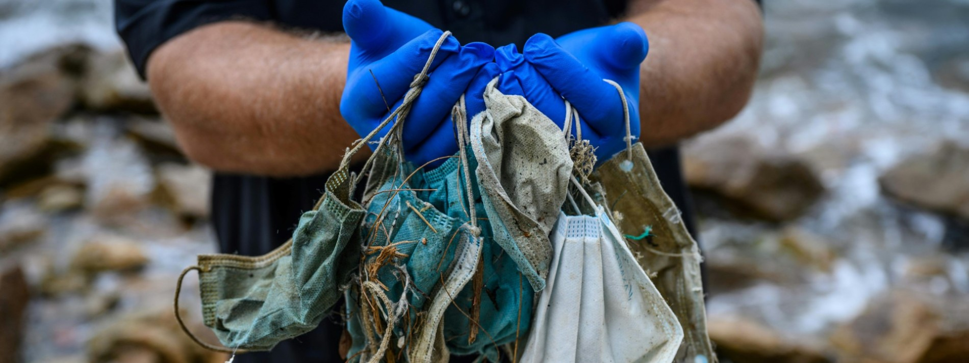 Schutzmasken verschmutzen Strände in Hongkong