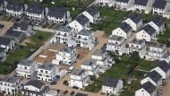 Für Hausbesitzer und Mieter ist die steigende Grundsteuer eine Kostenfalle: Wer einmal eingezogen ist, kann sich nur durch seinen Auszug dagegen wehren.