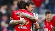 Fußball verbindet: Marco Russ kehrt auf die Bühne Bundesliga zurück, was auch Bayern-Verteidiger Mats Hummels erfreut.