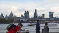 Derzeit gibt es bessere Anlagen als Immobilien in London. Blick von der Waterloo Bridge.