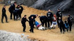 Polizei räumt den von Aktivisten besetzten Tagebau Garzweiler