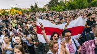 Regierungsveranstaltung gekapert: Oppositionsanhänger am Donnerstagebend in Minsk.