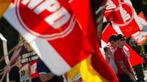 Koalition lässt Entzug von Staatsgeld für NPD prüfen