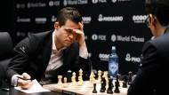 Schachspieler Magnus Carlsen erreicht nur ein Unentschieden.