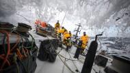 Gewitter, schwere Stürme und meterhohe Wellen: Für die Teilnehmer des Volvo Ocean Race ist die Gefahr ein ständiger Begleiter.