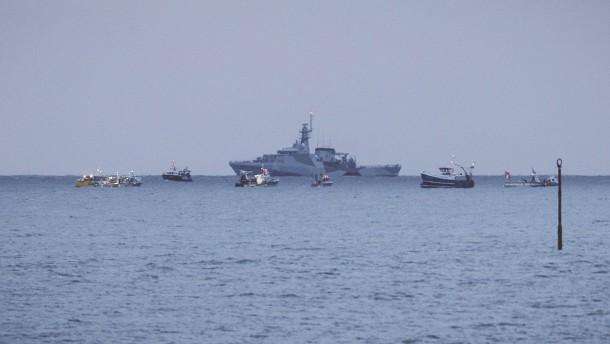 Französische Fischer und britische Marine verlassen Jersey