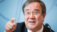 Nordrhein-Westfalens Ministerpräsident Armin Laschet bei einer Pressekonferenz