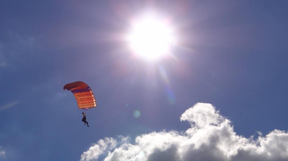 Meditation in Hochgeschwindigkeit: In der Luft sind die Strapazen des Absprungs schnell vergessen.