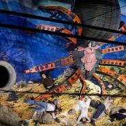 Tentakuläre Existenzen, gestrandet im Bühnenbild von Nina von Mechow: René Polleschs B-Movie-Team an den Kammerspielen