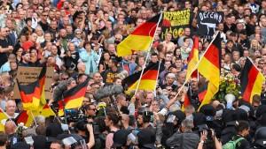 Drei Viertel der Deutschen sehen Gefahr durch Rechtsextreme