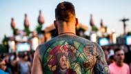 Viele lassen sich immer ausgefallenere, größere Tattoos machen – denn sonst hebt man sich nicht mehr von der Masse ab.