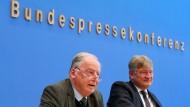 Alexander Gauland und Jörg Meuthen sprechen nach der Bayern-Wahl in der Bundespressekonferenz in Berlin über das Wahlergebnis der AfD.