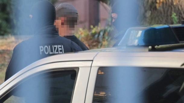Haftbefehle gegen acht mutmaßliche Rechtsterroristen