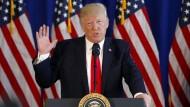 Der amerikanische Präsident Donald Trump spricht am 12. August 2017 in New Jersey zur Situation in Charlottesville.