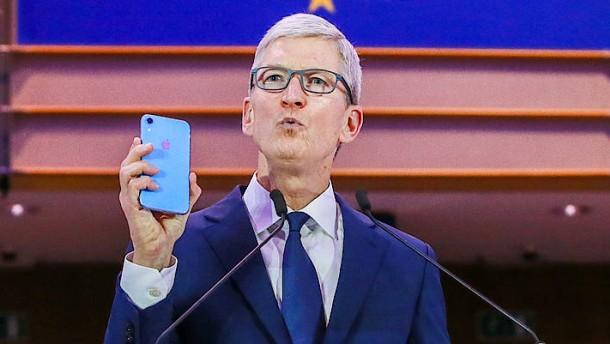 """Apple-Chef wirft Facebook """"militärische Effizienz"""" der Datennutzung vor"""