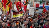 Teilnehmer der Pegida-Demonstration in Dresden vom Montag