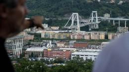 Dutzende Tote bei Brückeneinsturz