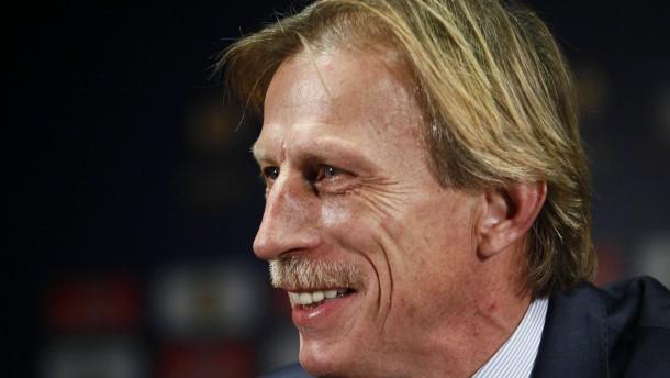 Pilsener für Schalke - Daum gegen Hannover