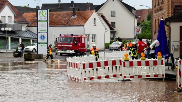 Überschwemmte Straßen und Keller in Nord- und Osthessen