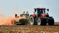 So singen es die Kinder: Der kleine rote Traktor ist �berall bekannt, mit Jan am Lenkrad zieht er �bers Land.