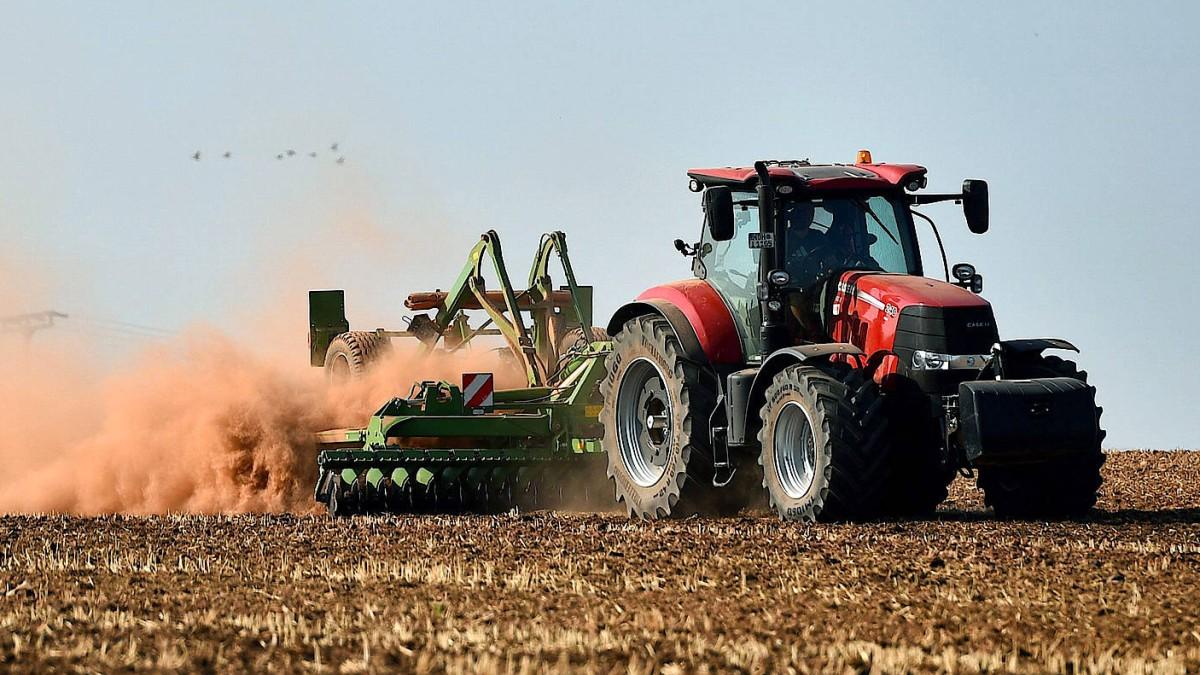 Adieu, du großer roter Traktor