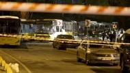 Bei zwei Anschlägen in Istanbul wurden am Samstagabend mindestens 38 Menschen getötet.