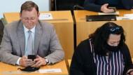 Ob er gerade spielt? Ramelow im Juli 2020 im Thüringer Landtag