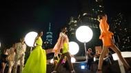 Der Designer Prabal Gurung stellte seine Kollektion über den Dächern von New York vor.