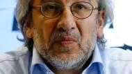 Der regierungskritische türkische Journalist Can Dündar in Berlin